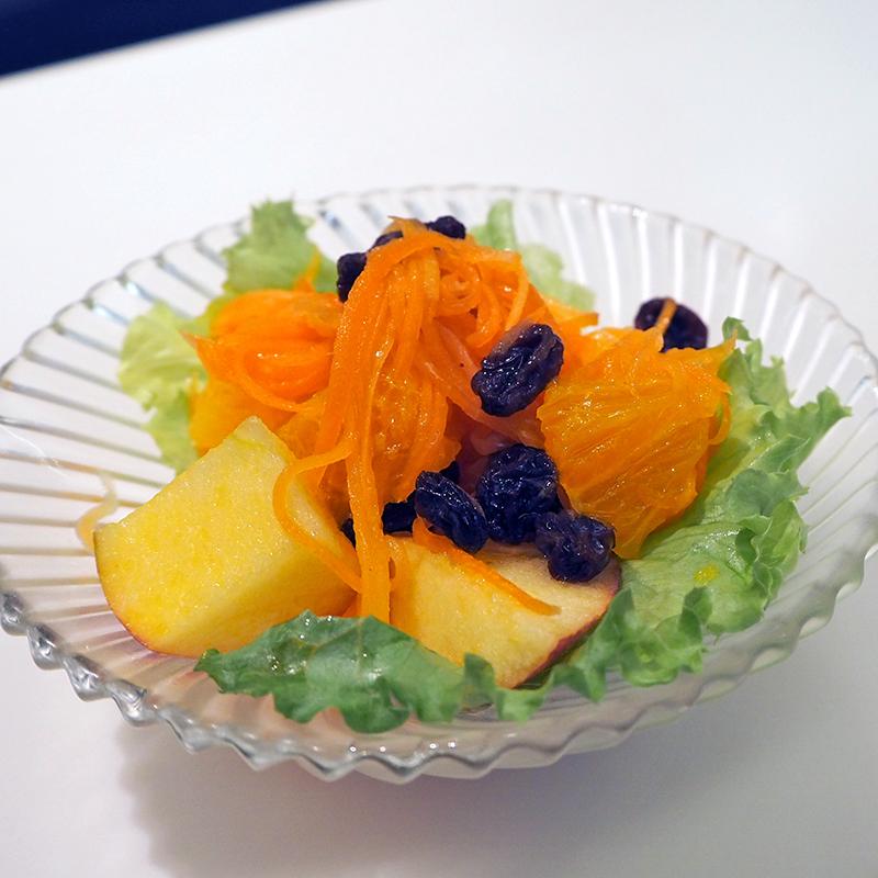 オレンジ色が鮮やか! 新宿高野本店でのスノーキャロット試食会レポート